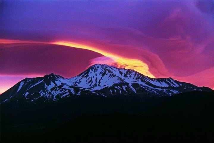 800px-Sunrise_on_Mount_Shasta