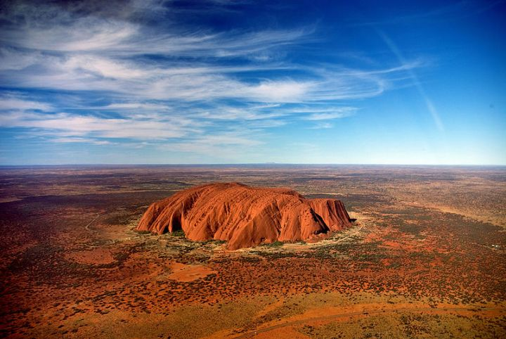 Uluru,_helicopter_view